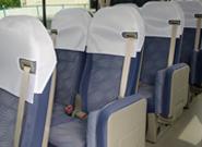 正席(17席)はリクライニング機能付き本格シートを採用